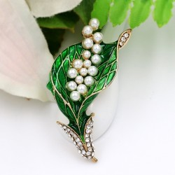 Elegant green leaf with pearls - brooch